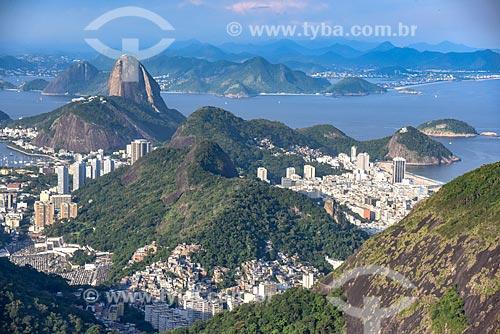 Foto aérea dos bairros de Botafogo - à esquerda - e Copacabana - à direita - com o Pão de Açúcar ao fundo  - Rio de Janeiro - Rio de Janeiro (RJ) - Brasil