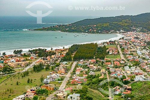 Foto feita com drone da orla da cidade de Garopaba  - Garopaba - Santa Catarina (SC) - Brasil