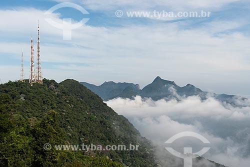 Torres de telecomunicação no Morro do Sumaré com o Bico do Papagaio ao fundo  - Rio de Janeiro - Rio de Janeiro (RJ) - Brasil
