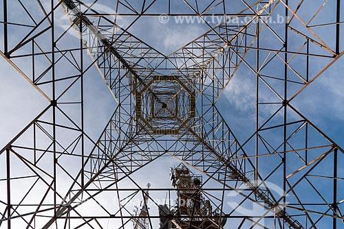 Detalhe de torre de telecomunicação no Morro do Sumaré  - Rio de Janeiro - Rio de Janeiro (RJ) - Brasil