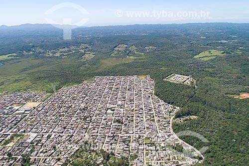 Foto feita com drone do bairro da Vargem Grande com o Parque Natural Municipal da Cratera de Colônia ao fundo  - São Paulo - São Paulo (SP) - Brasil
