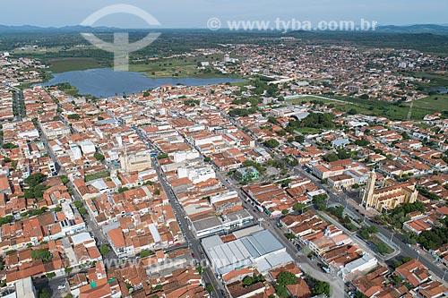 Foto feita com drone da cidade de Cajazeiras com o Açude Grande ao fundo  - Cajazeiras - Paraíba (PB) - Brasil
