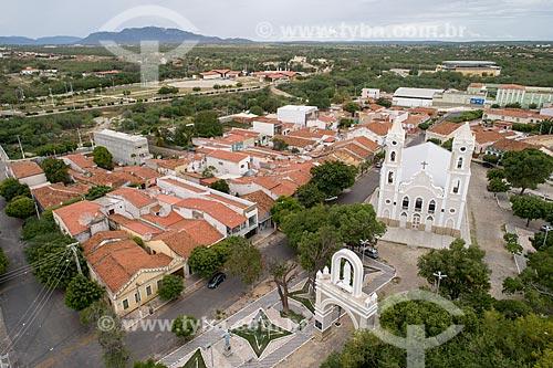 Foto feita com drone da Catedral de Santana (1785) e do Arco do Triunfo na Praça Monsenhor Walfredo Gurgel  - Caicó - Rio Grande do Norte (RN) - Brasil
