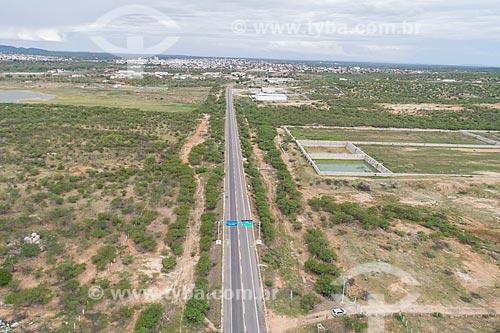 Foto feita com drone de trecho da Rodovia BR-427 com a futura estação de tratamento de esgoto de Caicó à direita  - Caicó - Rio Grande do Norte (RN) - Brasil