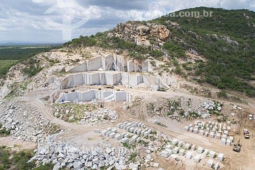 Foto feita com drone de extração em mina de granito  - Parelhas - Rio Grande do Norte (RN) - Brasil