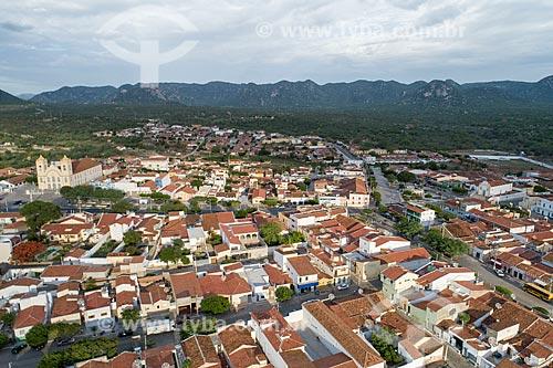 Foto feita com drone da Igreja Matriz de Nossa Senhora da Guia (1737) - à esquerda - com a Igreja de Nossa Senhora do Rosário - à direita  - Acari - Rio Grande do Norte (RN) - Brasil