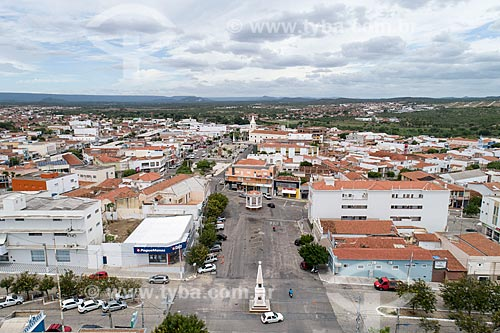 Foto feita com drone da Avenida Coronel José Bezerra com a Igreja de SantAna (1808) ao fundo  - Currais Novos - Rio Grande do Norte (RN) - Brasil