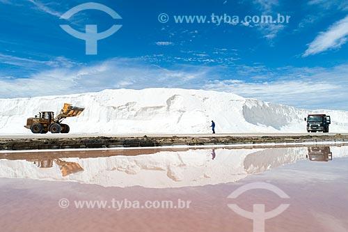 Extração de sal em tanques de evaporação  - Macau - Rio Grande do Norte (RN) - Brasil