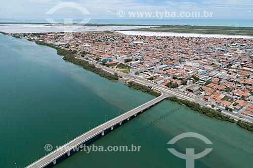 Foto feita com drone da cidade de Macau com ponte sobre o Rio Piranhas-Açu  - Macau - Rio Grande do Norte (RN) - Brasil