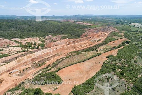 Foto feita com drone da construção do canal do Projeto de Integração do Rio São Francisco com as bacias hidrográficas do Nordeste Setentrional - eixo norte  - Jati - Ceará (CE) - Brasil