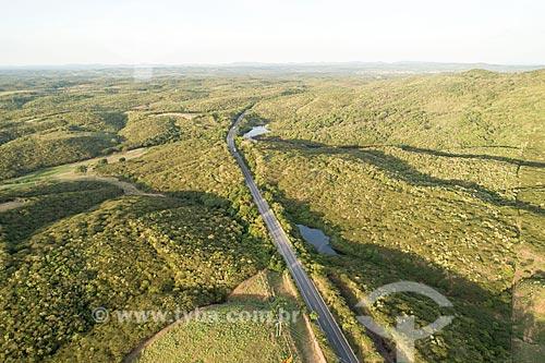 Foto feita com drone de trecho da Rodovia Santos Dumont (BR-116)  - Barro - Ceará (CE) - Brasil