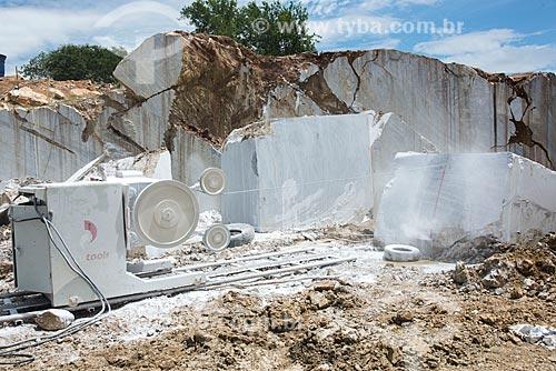 Extração de bloco de mármore com máquina de fio diamantado  - São José do Seridó - Rio Grande do Norte (RN) - Brasil