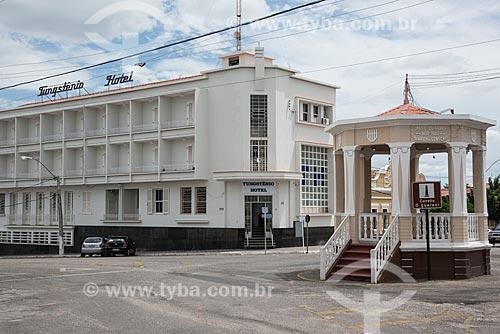 Coreto O Guarani na Rua Joventino da Silveira - também conhecido como Rua do Campo - com o Hotel Tungstênio ao fundo  - Currais Novos - Rio Grande do Norte (RN) - Brasil