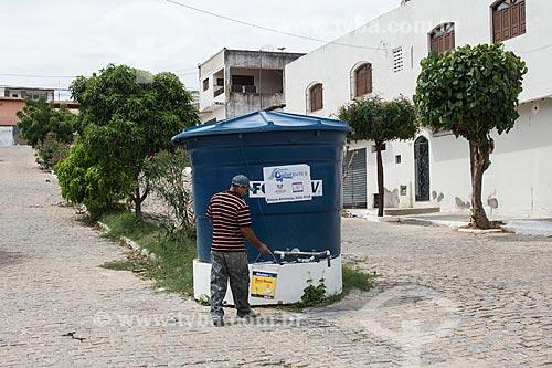 Caixa dágua de poço artesiano para abastecer a população  - Currais Novos - Rio Grande do Norte (RN) - Brasil