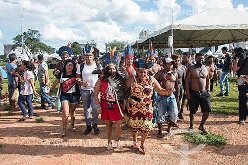 Lideranças indígenas em ritual de dança durante o 15º Acampamento Terra Livre na Esplanada dos Ministérios  - Brasília - Distrito Federal (DF) - Brasil