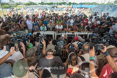 Lideranças indígenas durante o 15º Acampamento Terra Livre na Esplanada dos Ministérios  - Brasília - Distrito Federal (DF) - Brasil