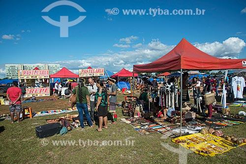 Comércio de artesanato durante o 15º Acampamento Terra Livre na Esplanada dos Ministérios  - Brasília - Distrito Federal (DF) - Brasil