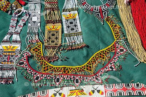 Detalhe de comércio de artesanato durante o 15º Acampamento Terra Livre na Esplanada dos Ministérios  - Brasília - Distrito Federal (DF) - Brasil