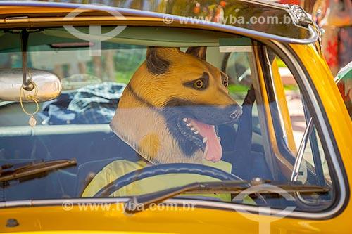 Máscara de cachorro no interior de Fusca durante a 5ª Fusqueata em Guarani!!! - Guarani - Minas Gerais (MG) - Brasil