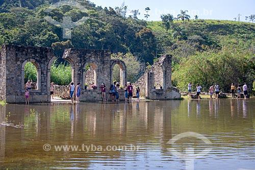 Turistas nas ruínas da antiga cidade de São João Marcos - atualmente Parque Arqueológico e Ambiental de São João Marcos  - Rio Claro - Rio de Janeiro (RJ) - Brasil