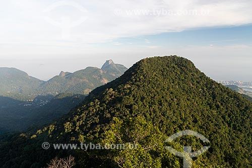 Vista do Morro da Cocanha a partir do Bico do Papagaio no Parque Nacional da Tijuca com a Pedra da Gávea ao fundo  - Rio de Janeiro - Rio de Janeiro (RJ) - Brasil