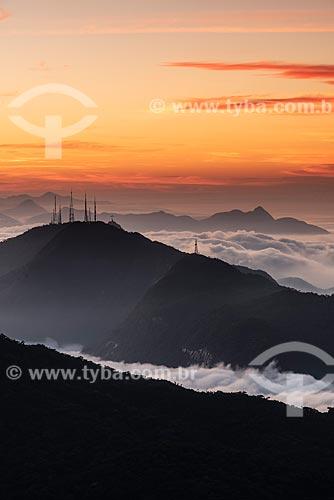 Vista do Morro do Sumaré a partir do Bico do Papagaio no Parque Nacional da Tijuca durante o pôr do sol  - Rio de Janeiro - Rio de Janeiro (RJ) - Brasil