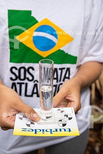 Coleta de água do Rio Carioca para controle de qualidade pela Fundação SOS Mata Atlântica  - Rio de Janeiro - Rio de Janeiro (RJ) - Brasil