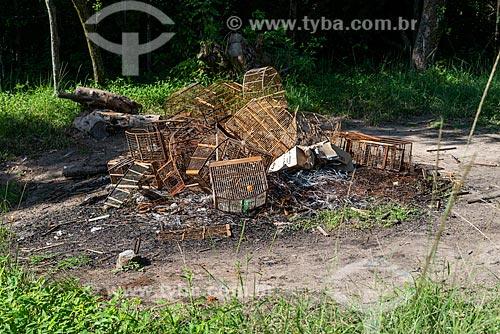 Gaiolas quebradas no Centro de Triagem de Animais Silvestres (CETAS) da Floresta Nacional Mário Xavier  - Seropédica - Rio de Janeiro (RJ) - Brasil
