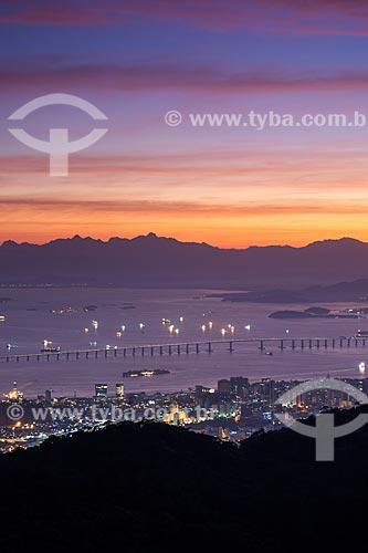 Vista do amanhecer na Ponte Rio-Niterói a partir do Morro do Sumaré  - Rio de Janeiro - Rio de Janeiro (RJ) - Brasil