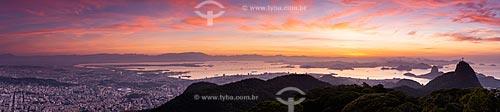 Vista do amanhecer no Estádio do Maracanã - à esquerda - Cristo Redentor - à direita - com o Pão de Açúcar ao fundo a partir do Morro do Sumaré  - Rio de Janeiro - Rio de Janeiro (RJ) - Brasil