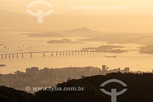 Vista do amanhecer no Ponte Rio-Niterói a partir do Morro do Sumaré  - Rio de Janeiro - Rio de Janeiro (RJ) - Brasil