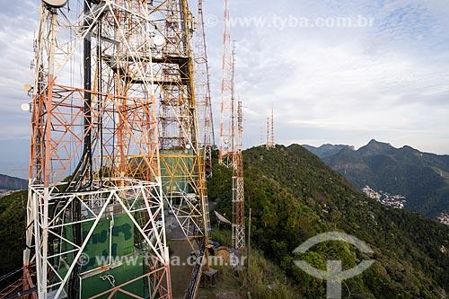 Vista de torre de telecomunicação no Morro do Sumaré durante o amanhecer  - Rio de Janeiro - Rio de Janeiro (RJ) - Brasil