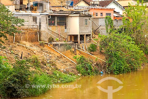 Despejo irregular de esgoto doméstico no Rio Pomba  - Guarani - Minas Gerais (MG) - Brasil