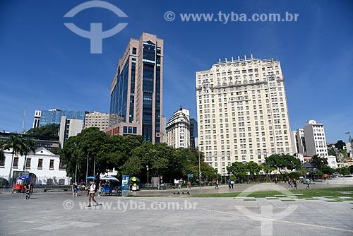 Vista da fachada do Centro Empresarial RB1 e do Edifício Joseph Gire (1929) - também conhecido como Edifício A Noite - a partir da Praça Mauá  - Rio de Janeiro - Rio de Janeiro (RJ) - Brasil