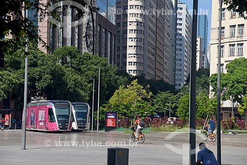 Veículo leve sobre trilhos transitando na Praça Mauá  - Rio de Janeiro - Rio de Janeiro (RJ) - Brasil