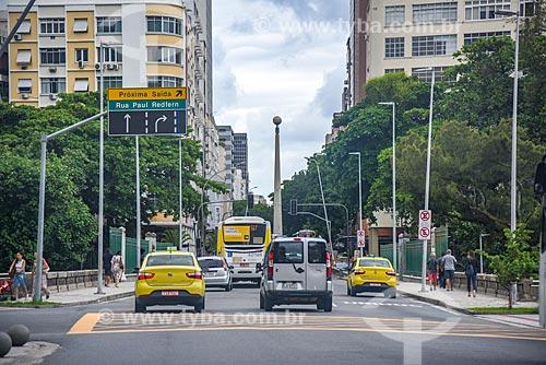 Tráfego na Avenida Visconde de Pirajá com o Obelisco de Ipanema (1996) ao fundo  - Rio de Janeiro - Rio de Janeiro (RJ) - Brasil