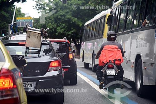 Tráfego na Avenida Ataúfo de Paiva  - Rio de Janeiro - Rio de Janeiro (RJ) - Brasil