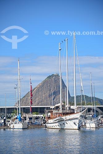 Barcos atracados na Marina da Glória com o Pão de Açúcar ao fundo  - Rio de Janeiro - Rio de Janeiro (RJ) - Brasil