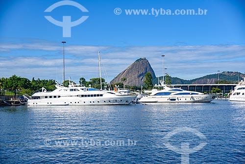 Lanchas atracadas na Marina da Glória com o Pão de Açúcar ao fundo  - Rio de Janeiro - Rio de Janeiro (RJ) - Brasil