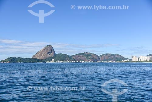 Vista do Pão de Açúcar durante passeio turístico de barco na Baía de Guanabara  - Rio de Janeiro - Rio de Janeiro (RJ) - Brasil