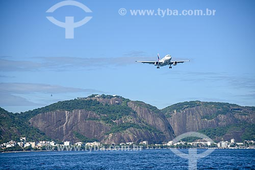 Avião sobrevoando a Baía de Guanabara  - Rio de Janeiro - Rio de Janeiro (RJ) - Brasil
