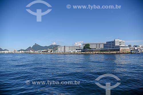 Vista da Escola Naval durante passeio turístico de barco na Baía de Guanabara com o Cristo Redentor ao fundo  - Rio de Janeiro - Rio de Janeiro (RJ) - Brasil