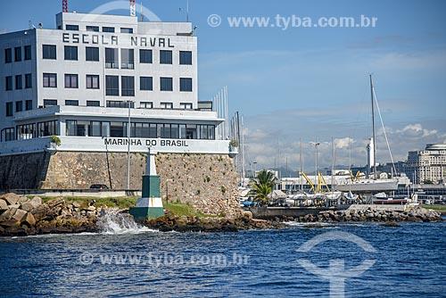 Vista da Escola Naval durante passeio turístico de barco na Baía de Guanabara  - Rio de Janeiro - Rio de Janeiro (RJ) - Brasil