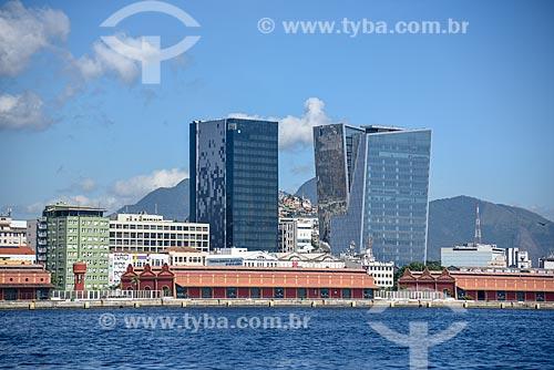 Vista do Edifício sede da L Oréal Brasil e do Edifício Vista Guanabara durante passeio turístico de barco na Baía de Guanabara  - Rio de Janeiro - Rio de Janeiro (RJ) - Brasil