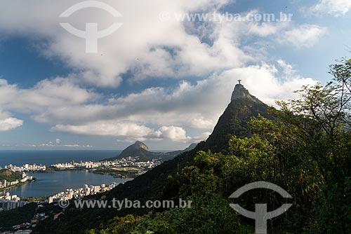 Vista da Lagoa Rodrigo de Freitas com o Cristo Redentor a partir do Mirante Dona Marta  - Rio de Janeiro - Rio de Janeiro (RJ) - Brasil