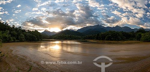 Vista geral de lago na Reserva Ecológica de Guapiaçu durante o pôr do sol  - Cachoeiras de Macacu - Rio de Janeiro (RJ) - Brasil