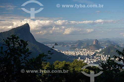 Vista do Cristo Redentor e Pão de Açúcar a partir do mirante da Vista Chinesa  - Rio de Janeiro - Rio de Janeiro (RJ) - Brasil