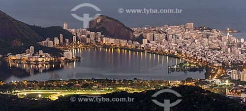 Vista da Lagoa Rodrigo de Freitas a partir da Pedra da Proa durante o pôr do sol  - Rio de Janeiro - Rio de Janeiro (RJ) - Brasil