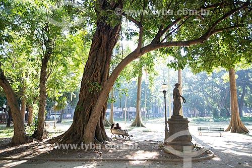 Estátua sob sombra de árvore no Passeio Público do Rio de Janeiro (1783)  - Rio de Janeiro - Rio de Janeiro (RJ) - Brasil