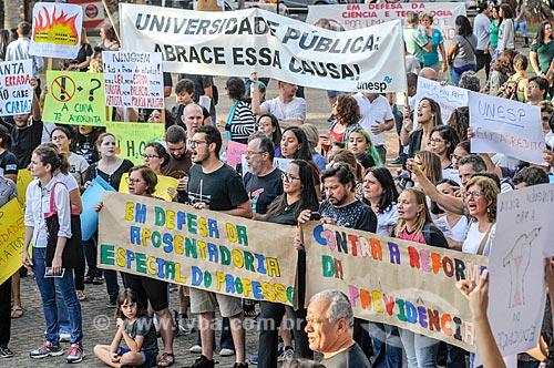 Manifestação contra os cortes (contingenciamento) de verbas para a educação universitária  - São José do Rio Preto - São Paulo (SP) - Brasil